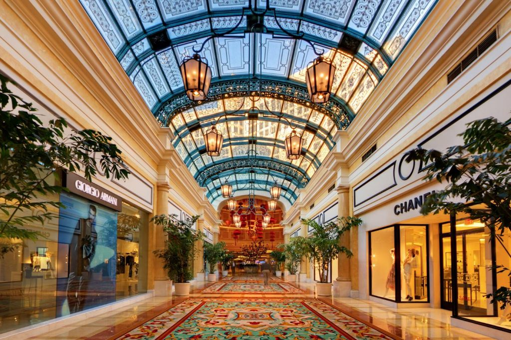 THE MOST GLAMOROUS CASINOS IN THE WORLD