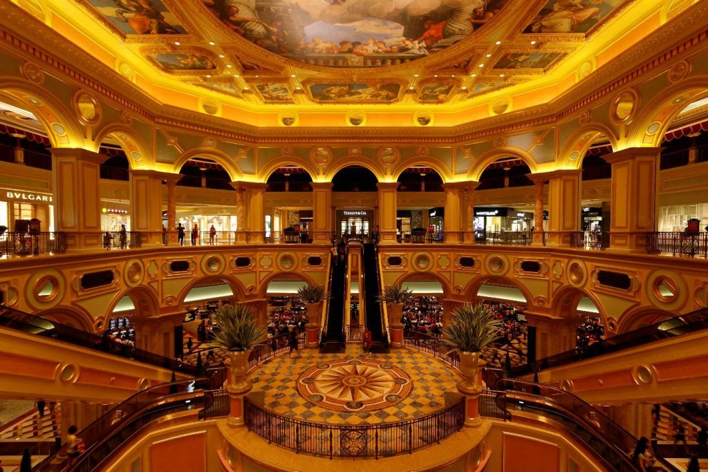 THE 10 LARGEST CASINOS IN THE WORLD AND THE BEST ONLINE CASINOS